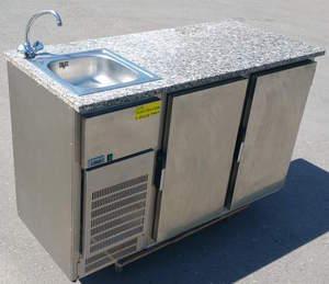 Kühltisch mit Spüle